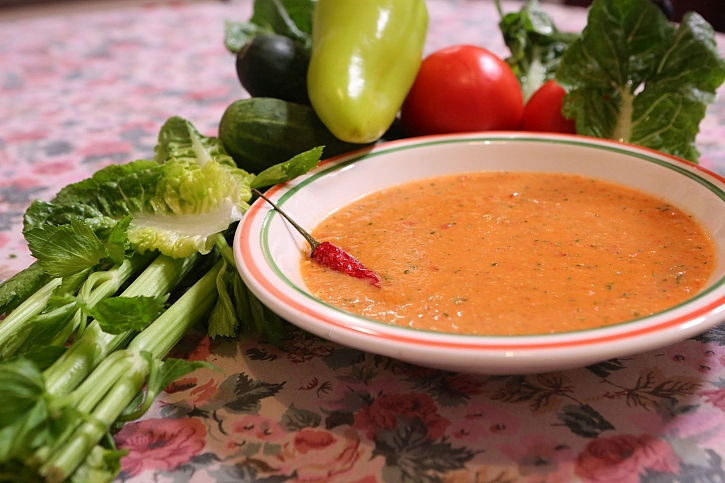 Španělská polévka Gazpacho se podává za studena (Zdroj: Archiv FTV Prima)
