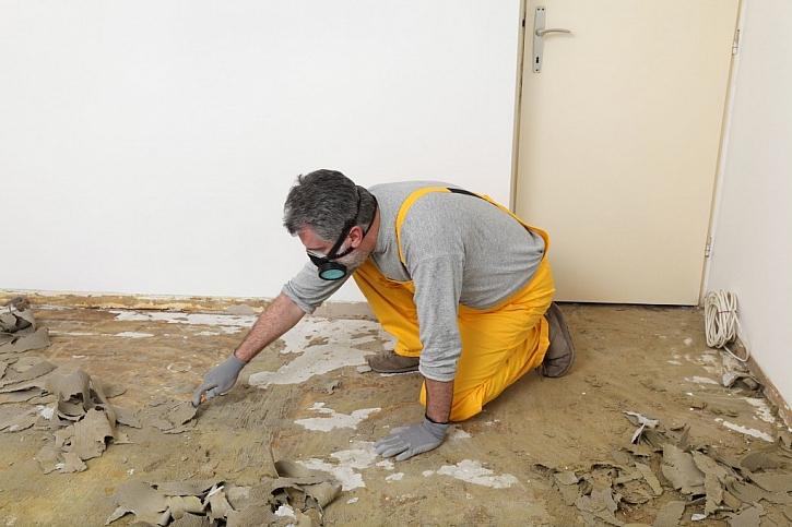 Před vylitím nivelační stěrky je nejprve nutné podlahu připravit