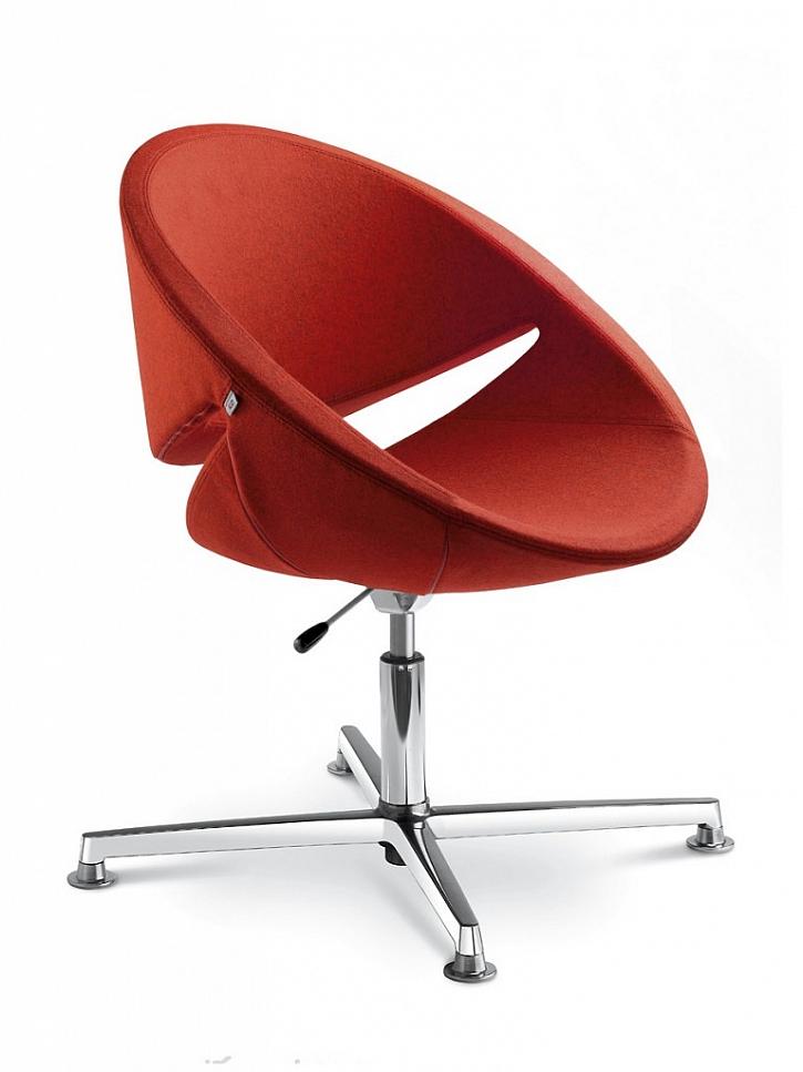 Designová křesla většinou nejsou pro celodenní sezení vhodná.