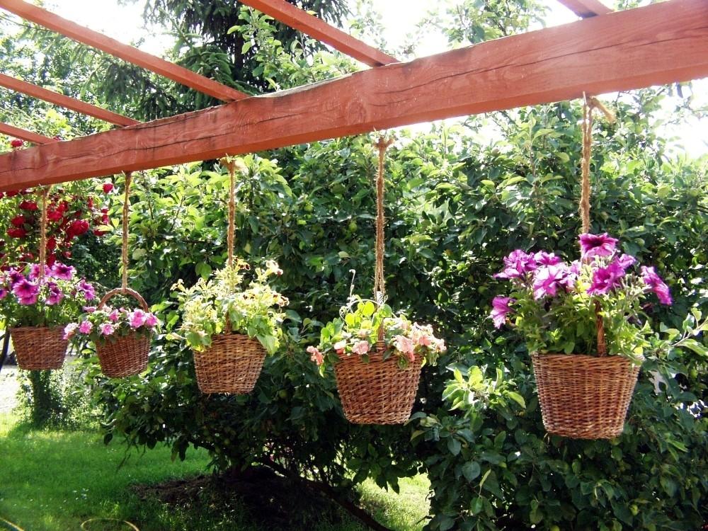 Závěsné nádoby na květiny
