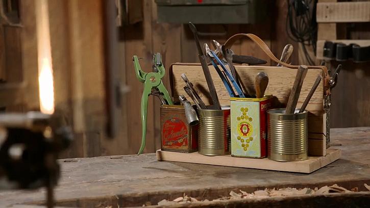 Vyrobte si praktický organizér do dílny ze starého pásku