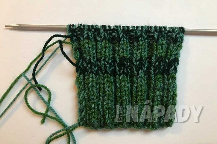 Ručně pletené ponožky: střídání barev na lemu