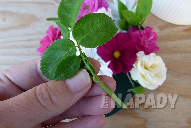 Květinové srdce z krabičky od bonboniéry: začněte aranžovat