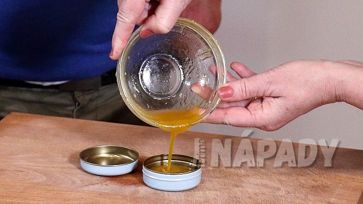 Domácí medový krém: směs nalijte do dózičky