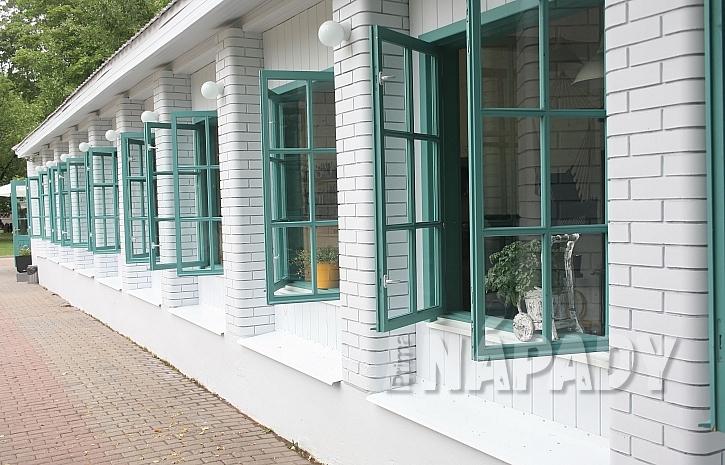 Dům s otevřenými okny
