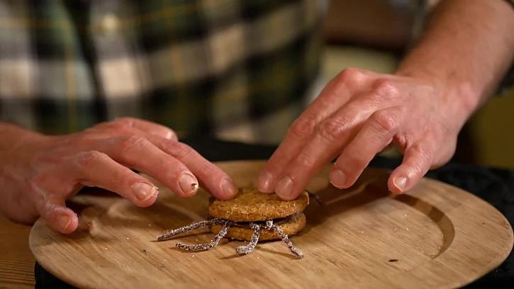 Přilepení sušenky
