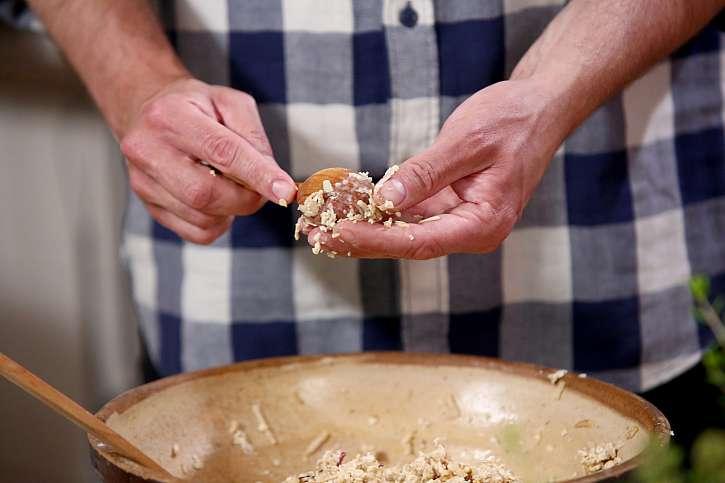 Ze směsi vytvarujte sušenky