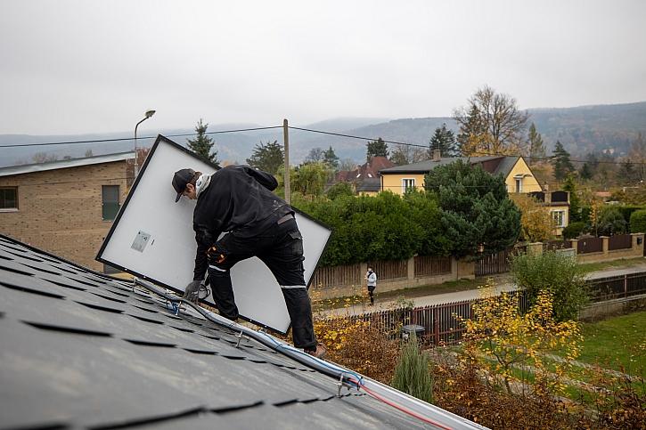 Instalace fotovoltaických panelů se bát nemusíte