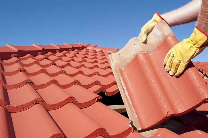 Prohlídka a oprava střechy před zimou je nezbytností