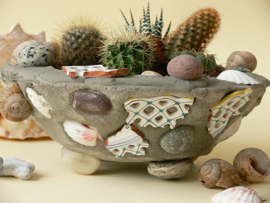 Betonový květináč na kaktusy