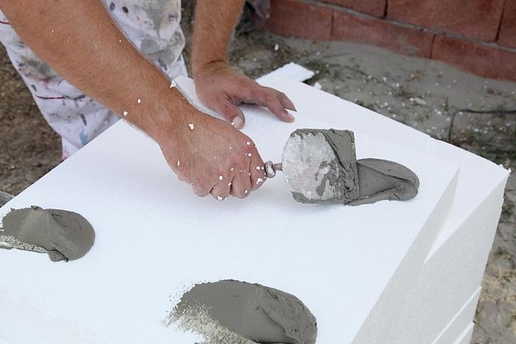 Polystyren patří mezi nesavé materiály