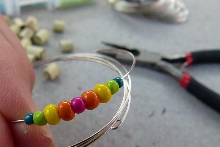 Náramek s korálky z proutků aneb vyrobte si materiál sami 5