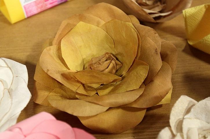 papírová květina