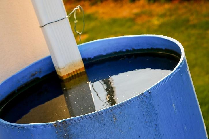 V zahradě uspoříme vodu záchytem dešťové vody do nádrží