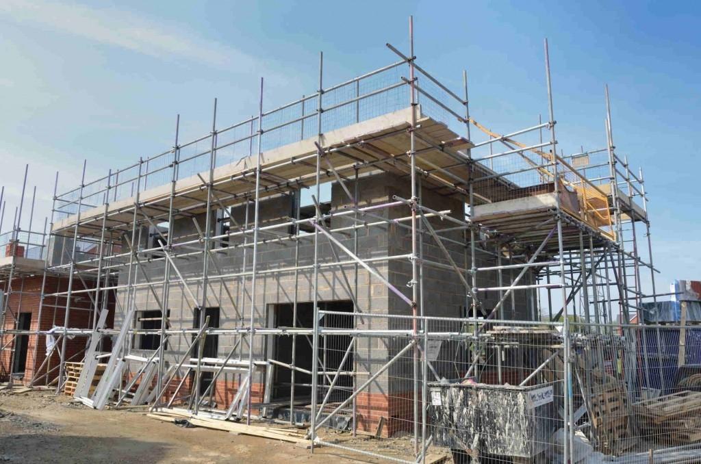 Ušetříme stavbou domu svépomocí peníze?