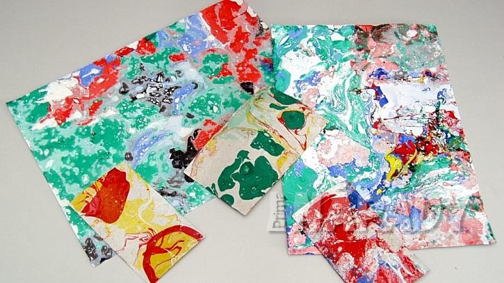 Mramorování: papír a textil necháme uschnout