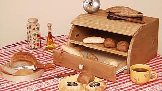Jak vyrobit praktický chlebník se zásuvkou: Poklad do každé kuchyně!