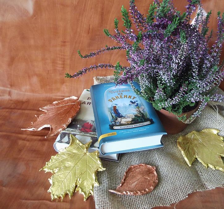 Hotové listy ze samotvrdnoucí hmoty, to je velmi pěkná podzimní dekorace, kterou můžete snadno zakomponovat do svého interiéru (Zdroj: Adriana Dosedělová)