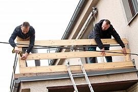 Dejte starému balkonu novou tvář, pusťte se do výměny opláštění zábradlí