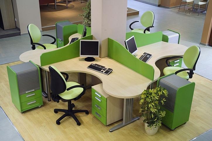 Stůl a židle jsou asi nejdůležitější části kancelářského nábytku