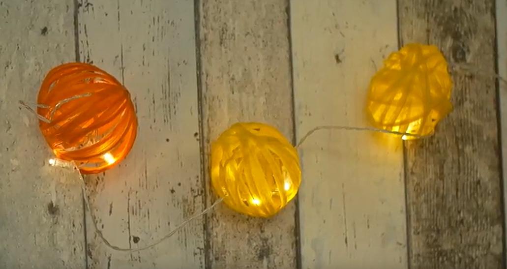 Světelný řetěz z kouliček: Zářivě barevná dekorace na párty aoslavy všeho druhu