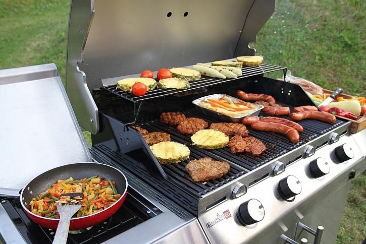 K létu patří grilování a systém TRU-Infrared zajistí skvěle chutnající šťavnaté steaky