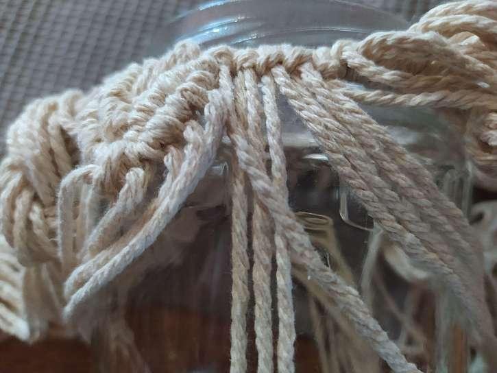 Ukázka způsobu vázání jednoduchého uzlu
