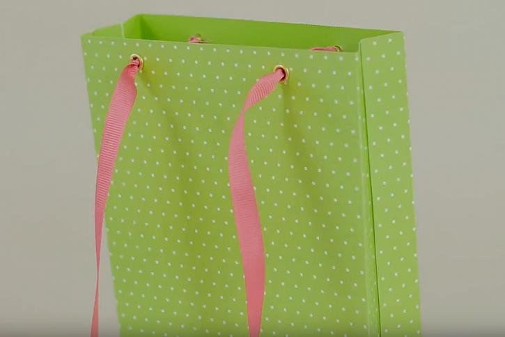 Jak vyrobit papírovou dárkovou tašku: Zabaleno do puntíků 1