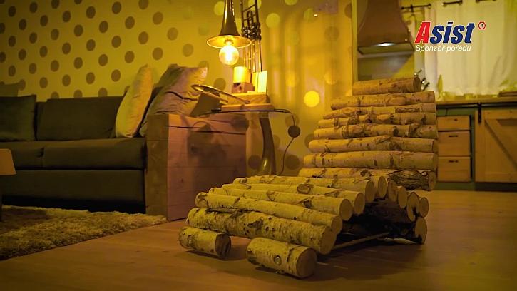 Stylová lenoška z březových prken je báječnou volbou pro odpočinek (Zdroj: Prima DOMA)
