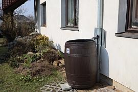 Ekonomicky, ekologicky i stylově využívejte dešťovou vodu v zahradě