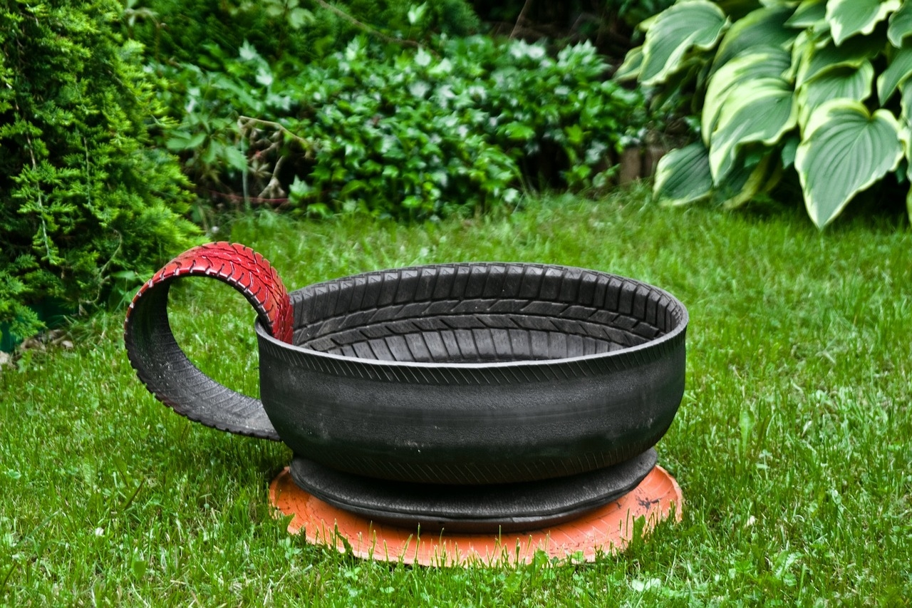Staré pneumatiky k pobavení dětí i dospělých: Vyrobte svým potomkům houpačku a manželce květináč!