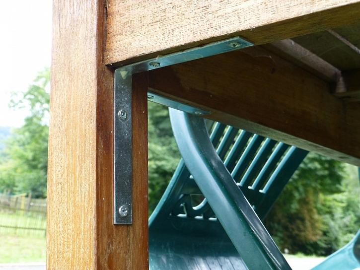 Antikutil - oprava zahradního stolu