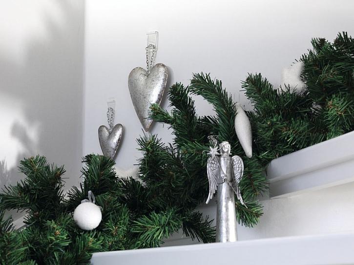 Připevňování vánočních dekorací (Zdroj: tesa tape)
