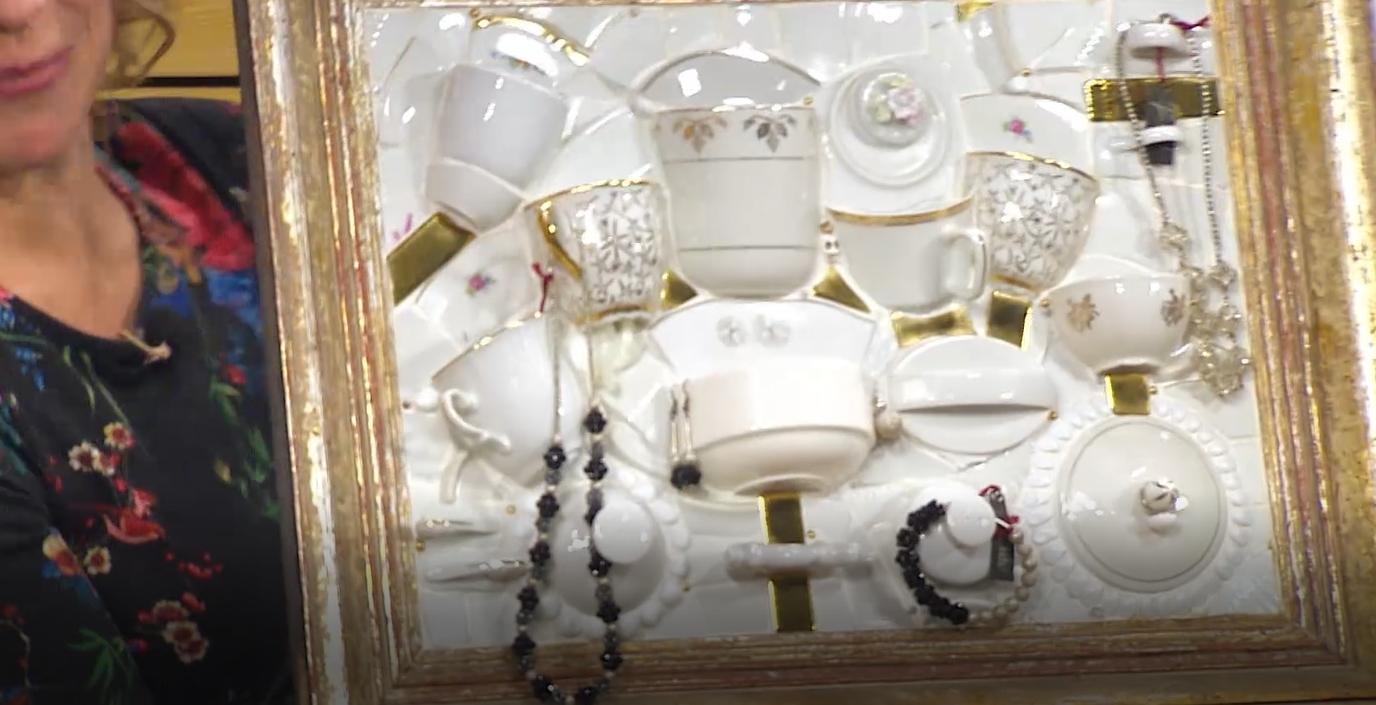 Reliéfní nebo také upcyklovaná mozaika: Rozbité hrnky italířky se vám budou hodit