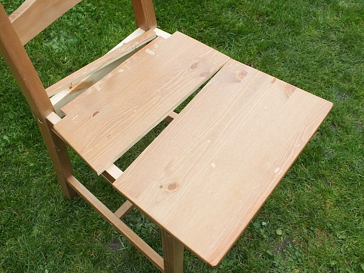 Lepidlo Ceys spraví bleskově i židli