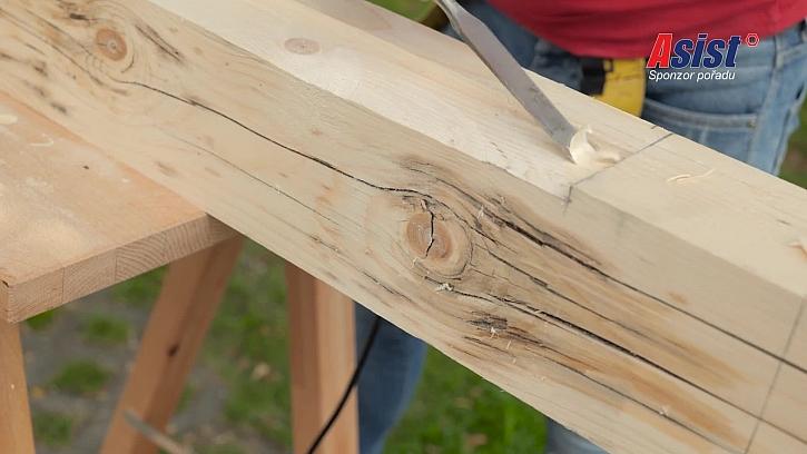 Hloubání do dřeva pomocí dláta