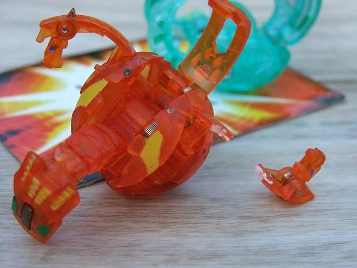 Vteřinové lepidlo Super Ceys – lepení plastové hračky draka