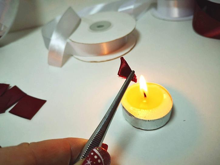 Připevníme svařením nad svíčkou