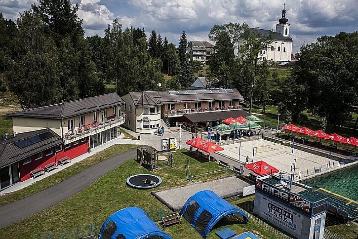 Acrobat Park Aleš Valenta vybudoval rekonstrukcí starého areálu koupaliště.