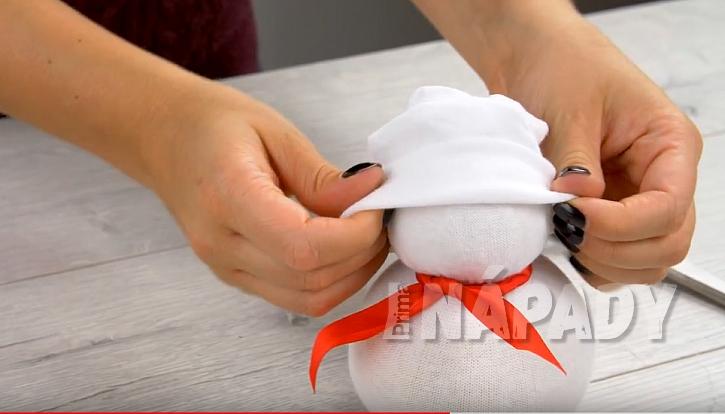 Sněhulák z ponožky 6