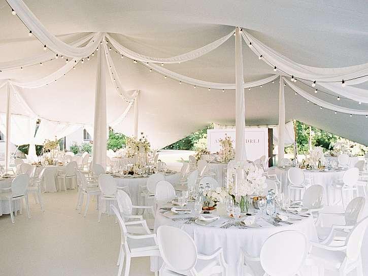 Svatba pod stanem může být ve znamení luxusu i uvolněné párty (Zdroj: PARTYSTANYHNED.cz)