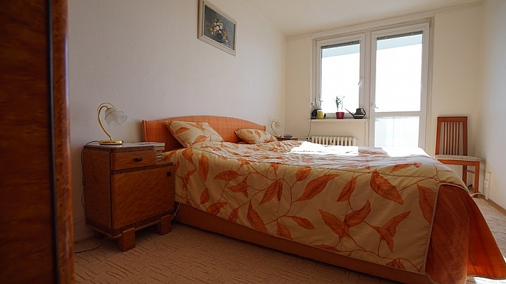 Ložnice rodičům vyhovuje, ale je potřeba místo pro dětský pokoj