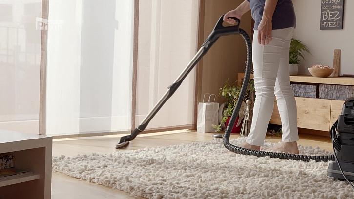 Vysávání podlahy