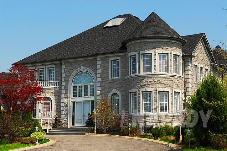 Dům s fasádou z umělého kamene