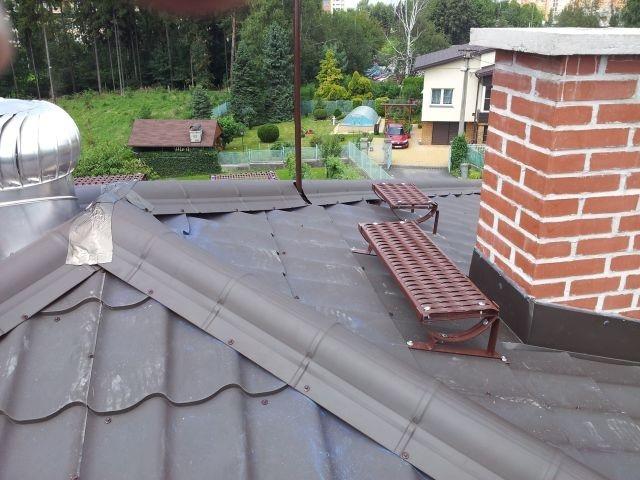 Revize střešních prvků pro bezpečný pohyb po střeše