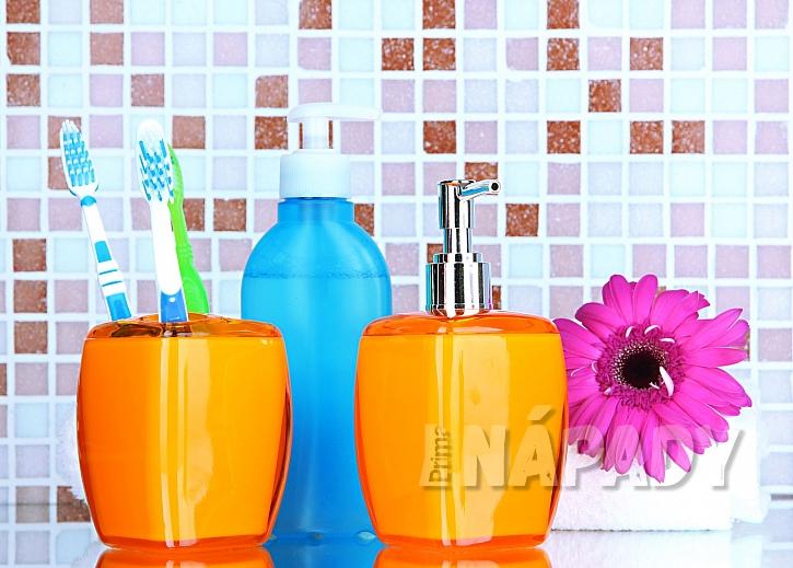 Držák zubních kartáčků a zásobník tekutého mýdla