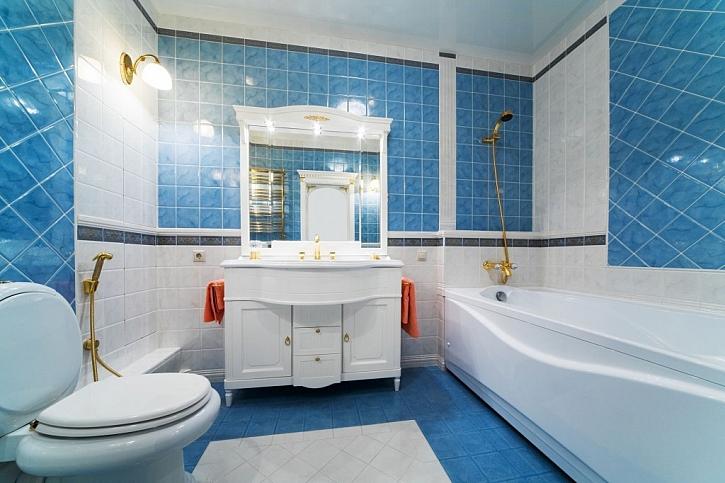 Koupelnová skříňka, stojící na nohách, je velmi praktická z hlediska úklidu