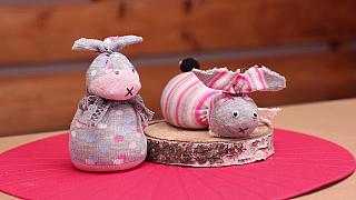 Velikonoční zajíček ze staré ponožky jako vtipná dekorace