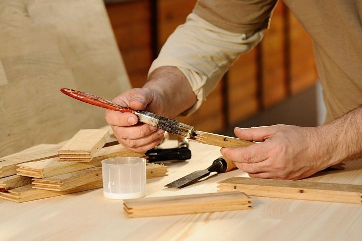 Lepidlo na dřevo budete v dílně potřebovat nejčastěji