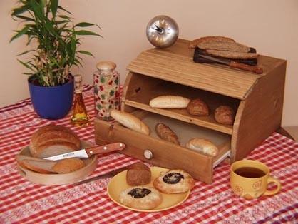 Chlebník se zásuvkou